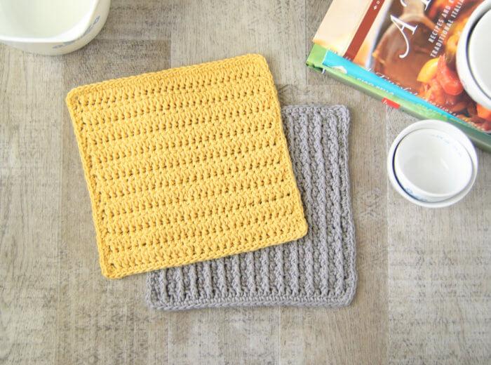 Les torchons en crochet offrent une merveilleuse occasion d'apprendre de nouveaux points, comme ce point de crochet en grappe fourchue.
