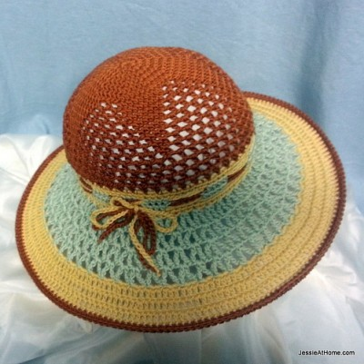 10 plus beaux chapeaux de soleil compilés par Simply Collectible pour AllFreeCrochet.com