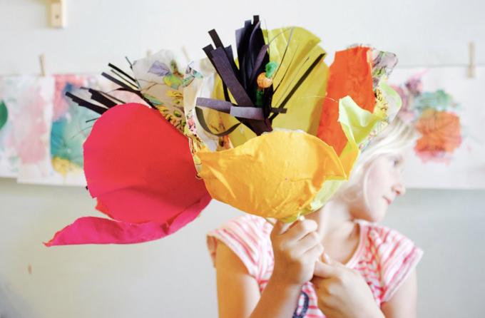 Fleurs géantes en tissu papier mâché DIY.