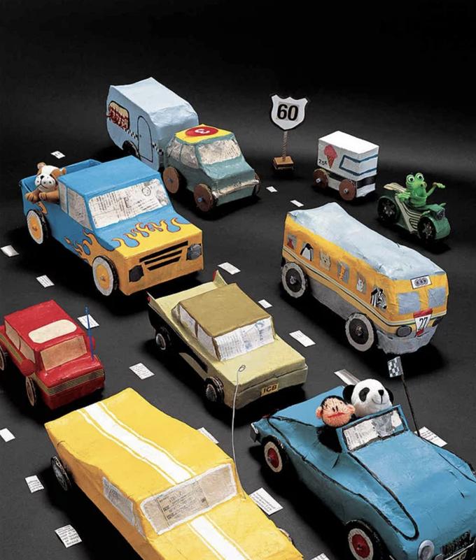 Utilisez du papier mâché pour fabriquer des jouets, des voitures et toutes sortes d'autres projets.